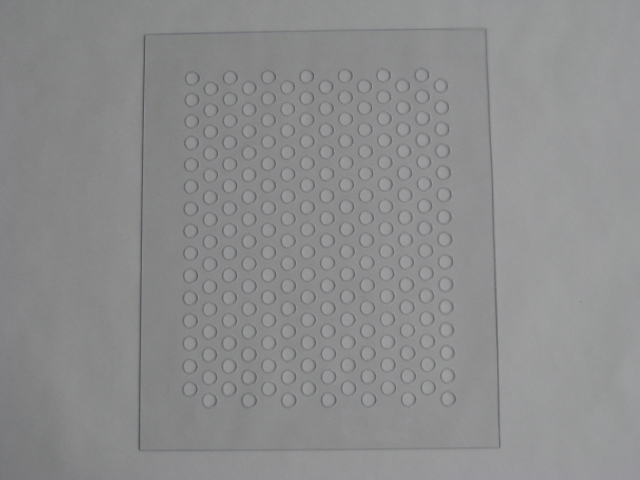 樹脂系の素材にパンチング加工